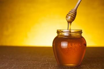 Honig mit Thymian und Blumen aus Kreta
